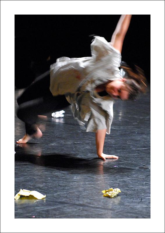 http://rodadur.free.fr/ToPhos/galleries/Danse/0706_Hexagone_Meylan/0706_Hexagone_Meylan_07.JPG