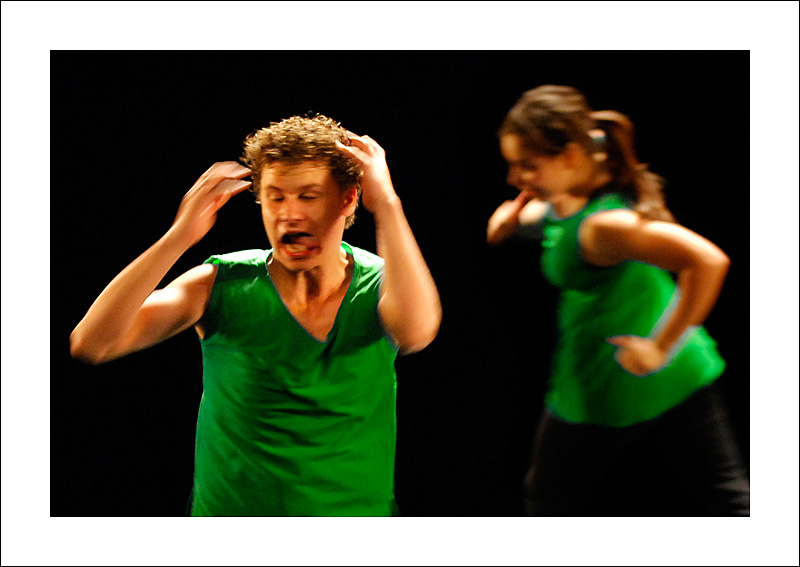 http://rodadur.free.fr/ToPhos/galleries/Danse/0706_Hexagone_Meylan/0706_Hexagone_Meylan_36.JPG