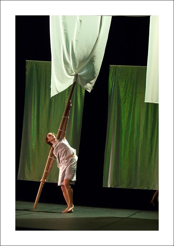 http://rodadur.free.fr/ToPhos/galleries/Danse/071113_Premiere_Vagualonde_Voiron/071113_Vagualonde_a_Voiron_06.jpg