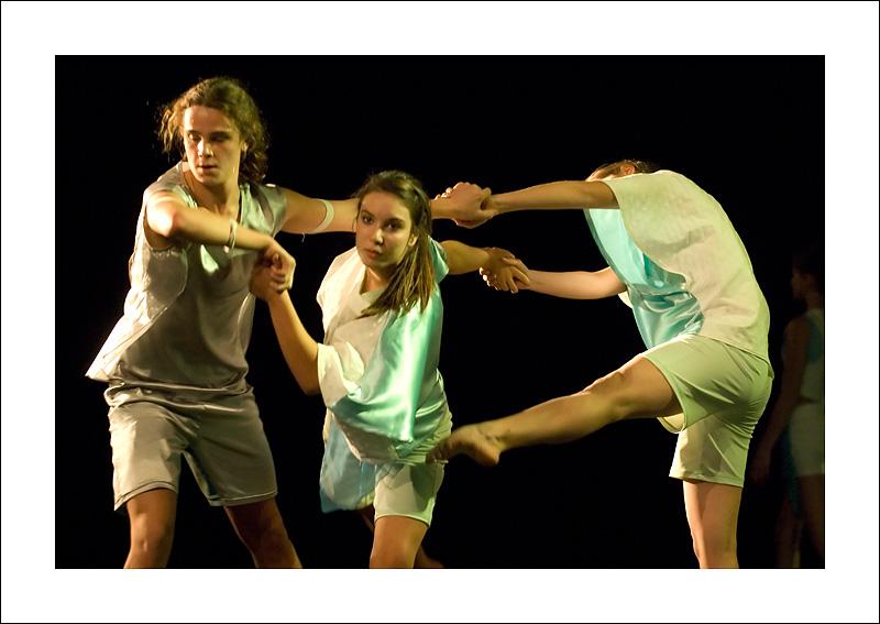 http://rodadur.free.fr/ToPhos/galleries/Danse/071113_Premiere_Vagualonde_Voiron/071113_Vagualonde_a_Voiron_10.jpg