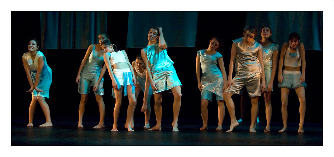 http://rodadur.free.fr/ToPhos/galleries/Danse/071113_Premiere_Vagualonde_Voiron/071113_Vagualonde_a_Voiron_29.jpg