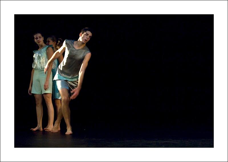 http://rodadur.free.fr/ToPhos/galleries/Danse/071113_Premiere_Vagualonde_Voiron/071113_Vagualonde_a_Voiron_37.jpg