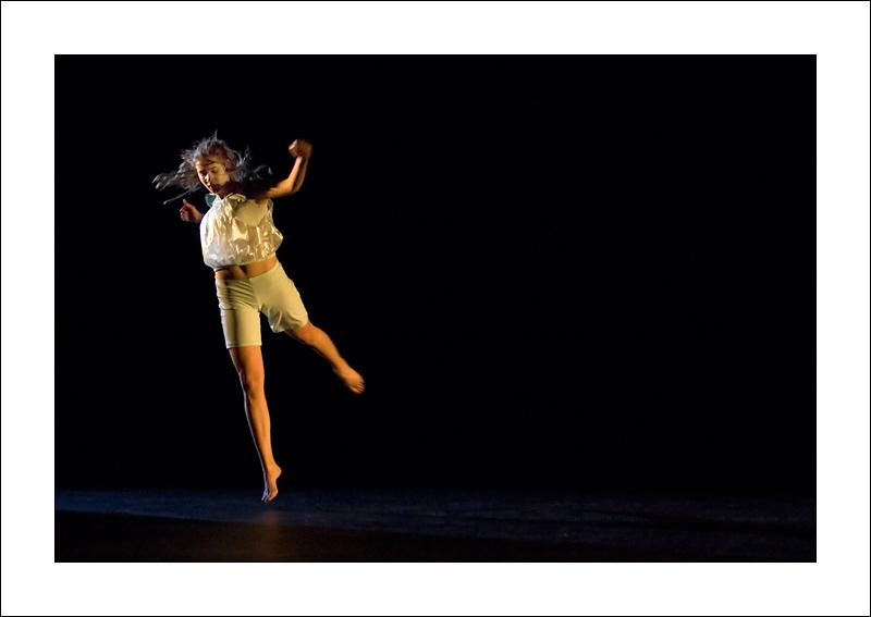http://rodadur.free.fr/ToPhos/galleries/Danse/071113_Premiere_Vagualonde_Voiron/071113_Vagualonde_a_Voiron_40.jpg