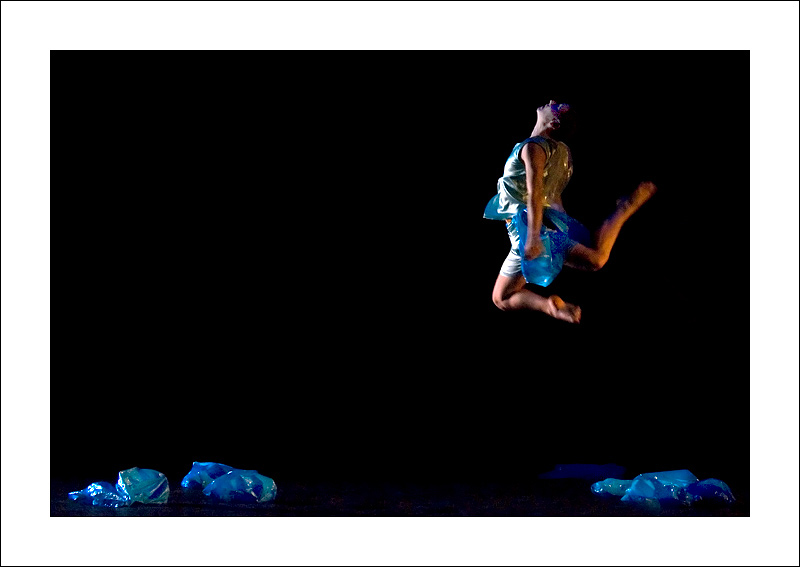 http://rodadur.free.fr/ToPhos/galleries/Danse/071113_Premiere_Vagualonde_Voiron/071113_Vagualonde_a_Voiron_44_bis.jpg