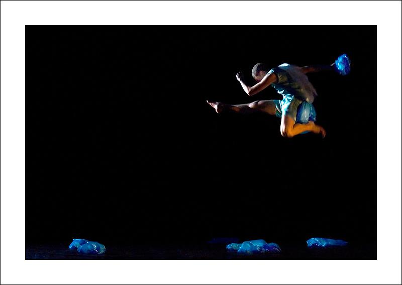 http://rodadur.free.fr/ToPhos/galleries/Danse/071113_Premiere_Vagualonde_Voiron/071113_Vagualonde_a_Voiron_46.jpg