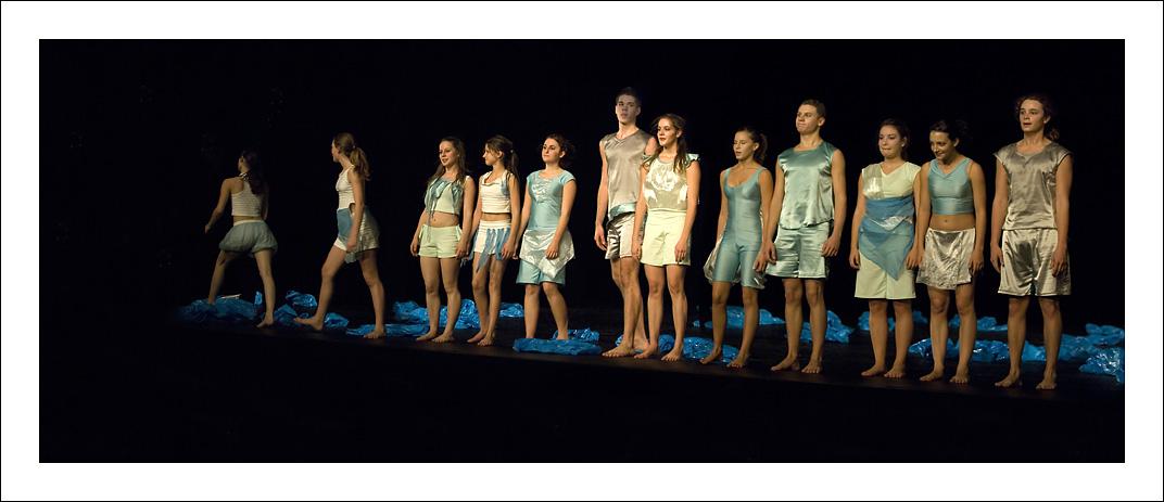 http://rodadur.free.fr/ToPhos/galleries/Danse/071113_Premiere_Vagualonde_Voiron/071113_Vagualonde_a_Voiron_57.jpg